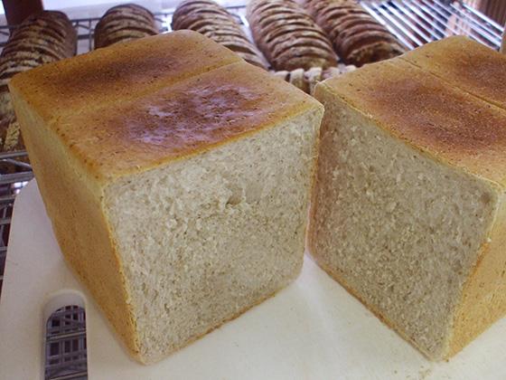 ライ麦入り角食パン